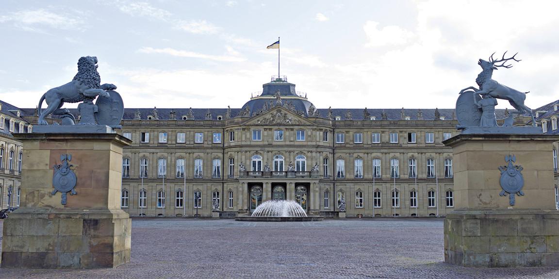 Vermoegen und Bau - Plakatausstellung im Neuen Schloss