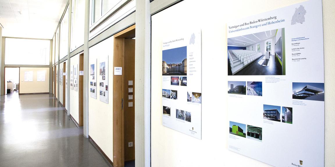 Vermoegen und Bau - Plakate in den Fluren