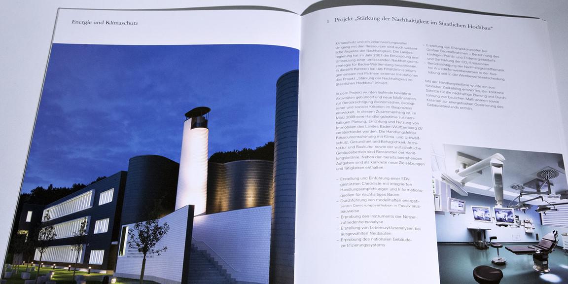 Vermoegen und Bau - Doppelseite DIN A4 Broschuere